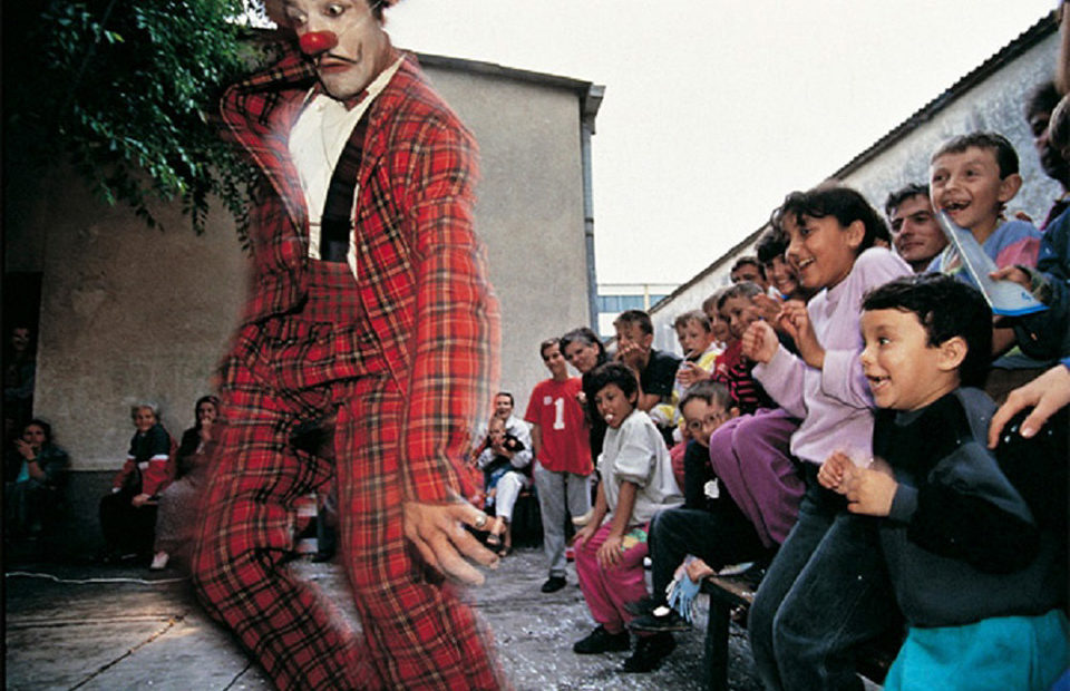 Clowns Without Borders - Project photo by Malik Nahassia